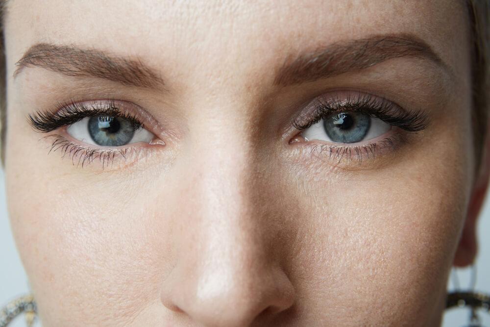 雌雄眼とは?スピリチュアル的に左右の目の大きさが違う人の特徴を解説!