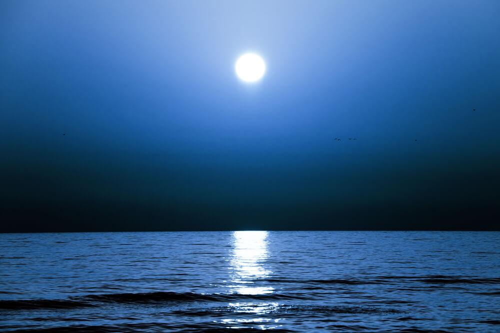 月光浴とは?効果とやり方、浄化作用について解説!