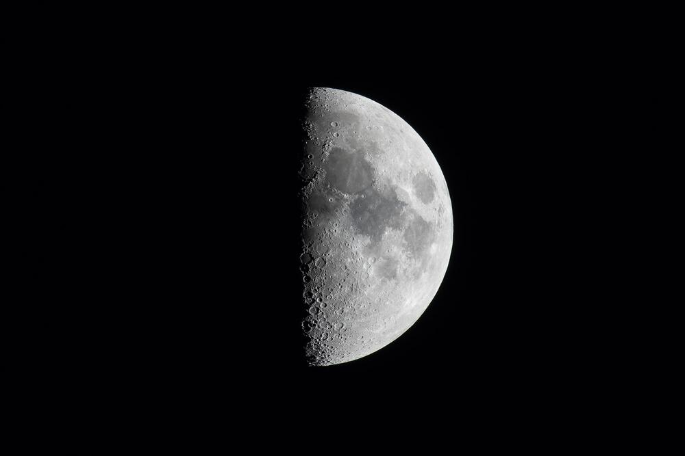 上弦の月と下弦の月のスピリチュアルな意味とは?